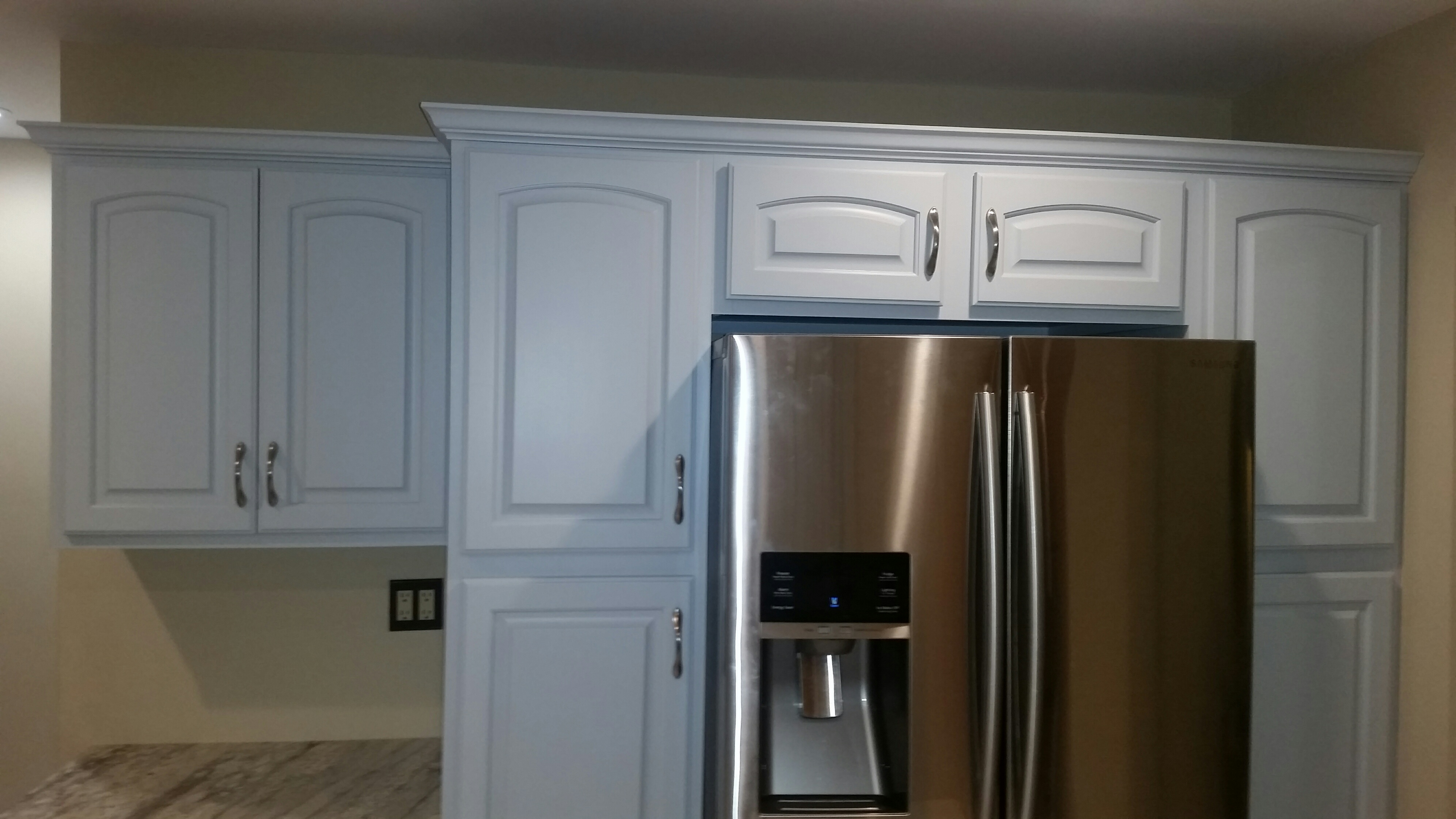 Painting kitchen Cabinet Gray